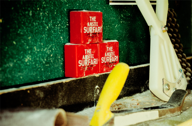 Detalle packaging The Amstel Surfari® Sahping Room